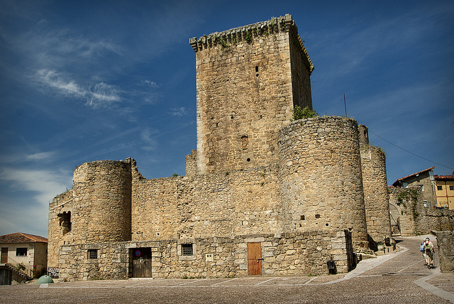 El Castillo de Miranda del Castañar: motivo de disputa entre la nobleza