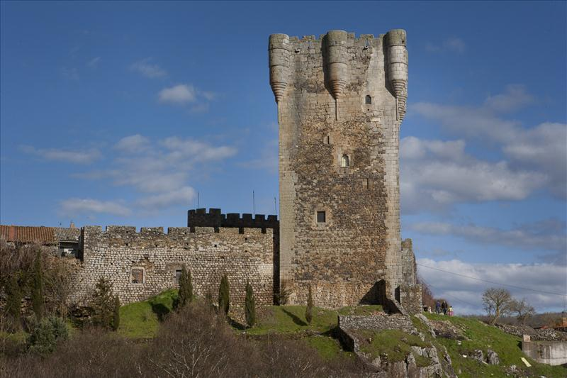 Castillo de Monleón: símbolo del poder feudal